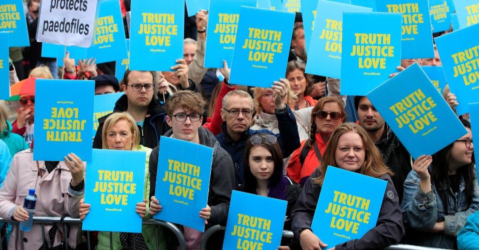 Protestos contra o papa na Irlanda