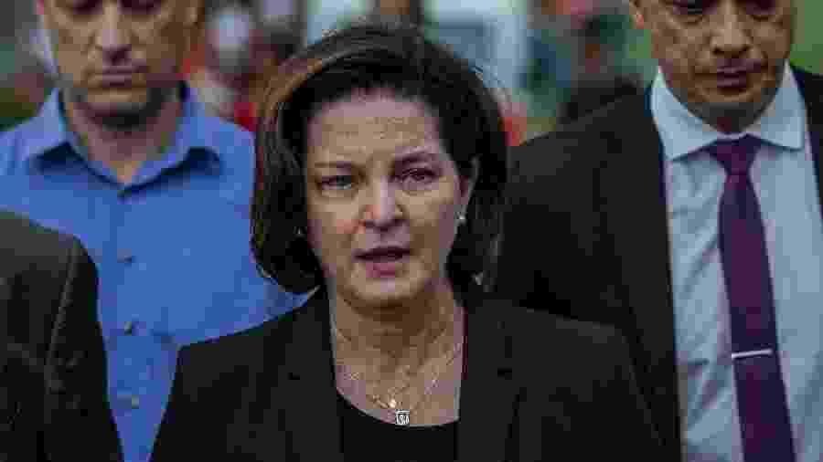 26.jan.2018 - A procuradora-geral da República, Raquel Dodge, após falar com jornalistas em Brumadinho (MG) - Eduardo Anizelli/ Folhapress