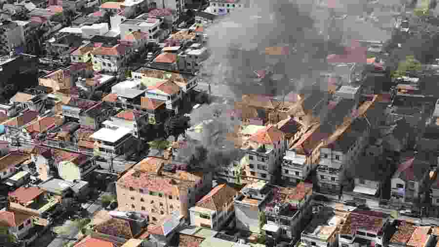 17.set.2019 - Incêndio mata homem e bebê na zona norte do Rio - Reprodução/Centro de Operações Rio