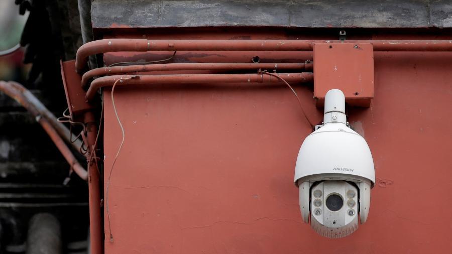 Câmera de vigilância da Hikvision, uma das empresas punidas por Trump - Jason Lee/Reuters