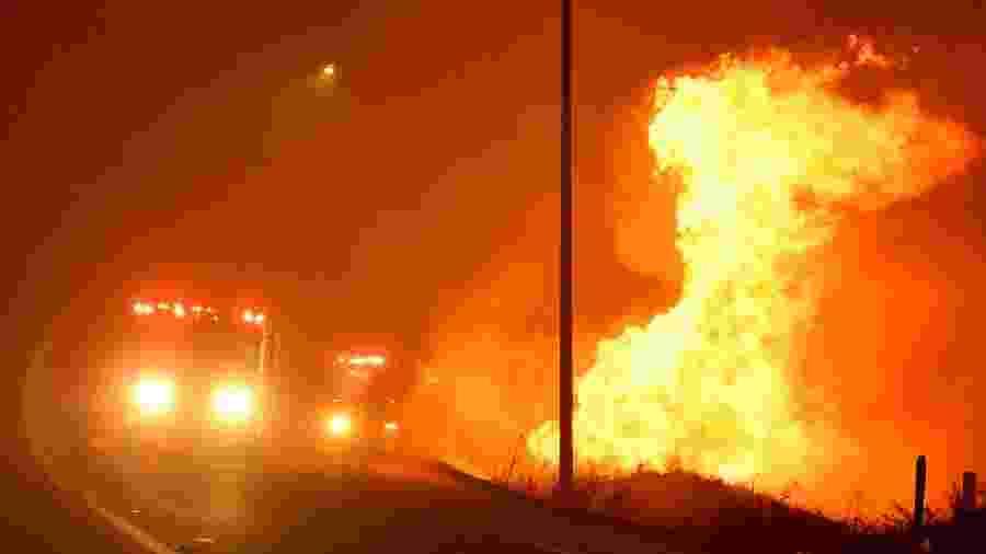 Incêndios tomam conta de Los Angeles e pessoas são evacuadas de região - GENE BLEVINS/REUTERS