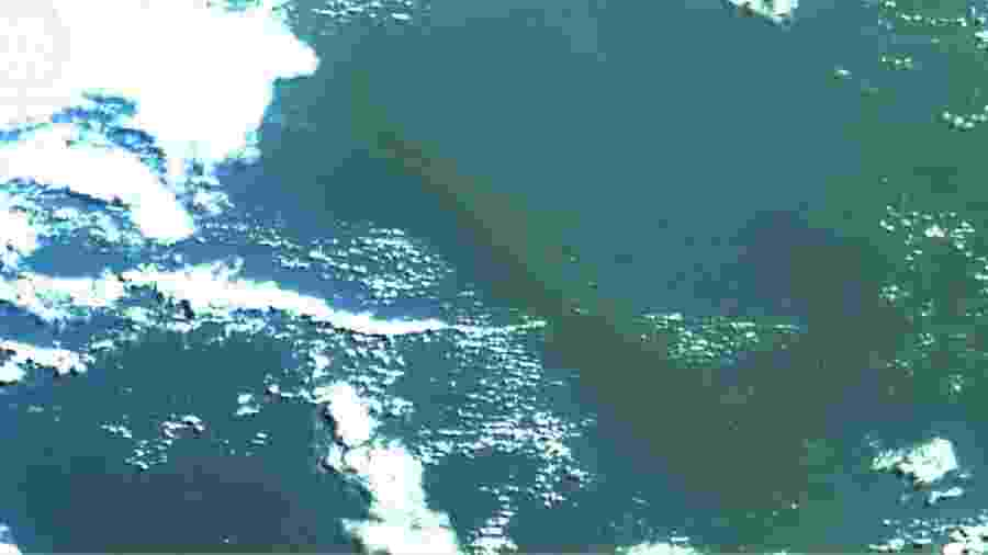 Mancha de óleo no oceano em imagem captada pela empresa Hex Tecnologias Geoespaciais - Divulgação/Hex