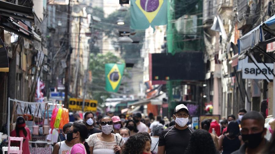 Movimentação no Saara, centro comercial popular na região central do Rio de Janeiro - Dikran Junior/Agif - Agência de Fotografia/Estadão Conteúdo