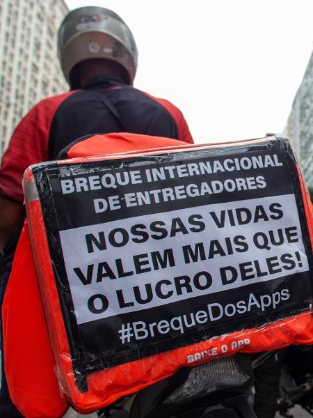Entregadores de aplicativo realizam ato em frente ao Tribunal Regional do Trabalho (TRT), no Rio de Janeiro - João Carlos Gomes/ Myphoto Press/ Estadão Conteúdo