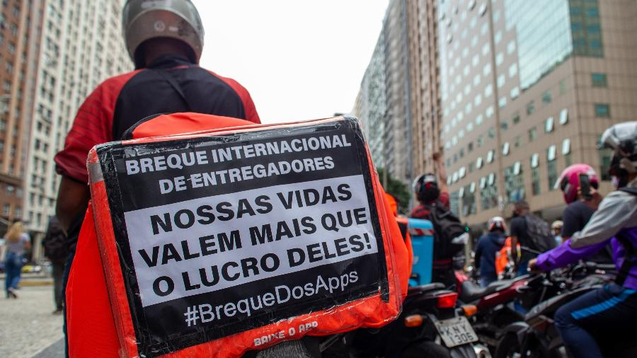 Entregadores de aplicativo realizam ato em frente ao Tribunal Regional do Trabalho no Rio de Janeiro - João Carlos Gomes/ Myphoto Press/ Estadão Conteúdo