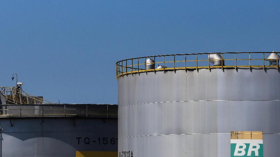 Ajustes serão de R$ 0,0668 por litro para gasolina e de R$ 0,899 por litro de diesel. - ROOSEVELT CASSIO