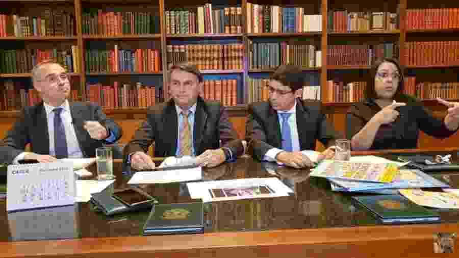 Bolsonaro participa de live semanal realizada nas redes sociais - Reprodução/Facebook