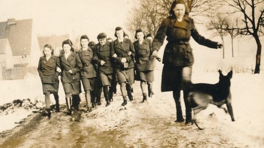 Guardas mulheres em Ravensbrück, na Alemanha, em foto tirada por volta de 1940 - Gedenkstätte Ravensbrück