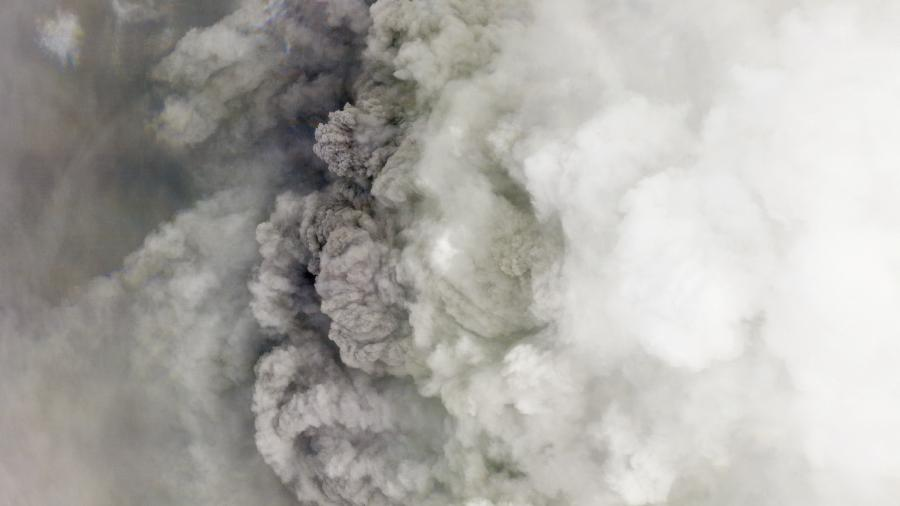 Vulcão caribenho entrou em erupção na última sexta (9) - AFP PHOTO /© 2021, Planet Labs Inc./HANDOUT