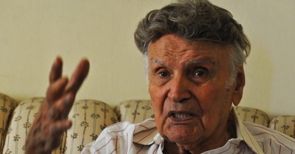 2.ago.2015 - O italiano Orlando Orfei, 95, morreu na noite de sábado (1) de pneumonia no HSCOR de Duque de Caxias, na Baixada Fluminense. Orfei é considerado um dos grandes nomes do circo brasileiro. Ele faz parte da quinta geração de circo da família. Começou a vida como palhaço, aos seis anos, quando o irmão, Páride Orfei, 20 anos mais velho, que já era palhaço, o colocava dentro das calças de figurino