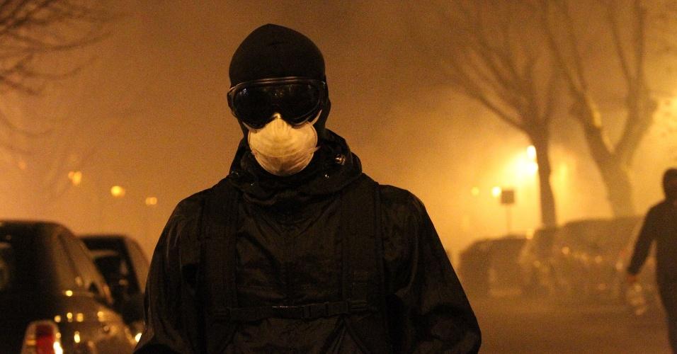 14.fev.2016 - Manifestantes mascarados foram neste domingo às ruas de Bastia, na ilha francesa da Córsega, para protestar contra agressão policial a um torcedor do Sporting Club de Bastia, ferido no sábado (13), após uma partida em Reims