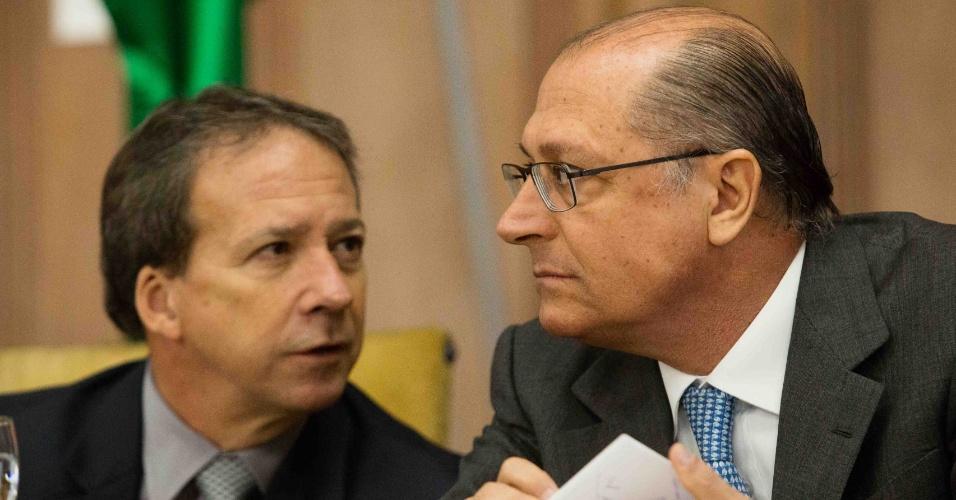 21.ago.2013 - Edson Aparecido participa de cerimônia ao lado do governador de São Paulo, Geraldo Alckmin (PSDB)