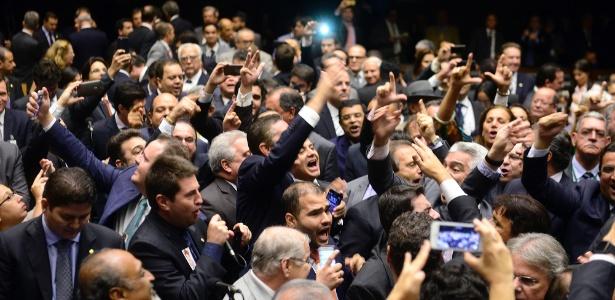 Deputados pedem a renúncia da presidente Dilma Rousseff, durante sessão da Câmara dos Deputados