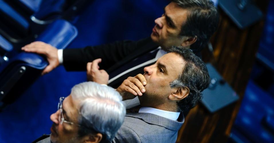 25.abr.2016 - O senador Aécio Neves (PSDB-MG) (centro) participa de sessão para eleição da comissão que analisará a admissibilidade do pedido de impeachment de Dilma Rousseff