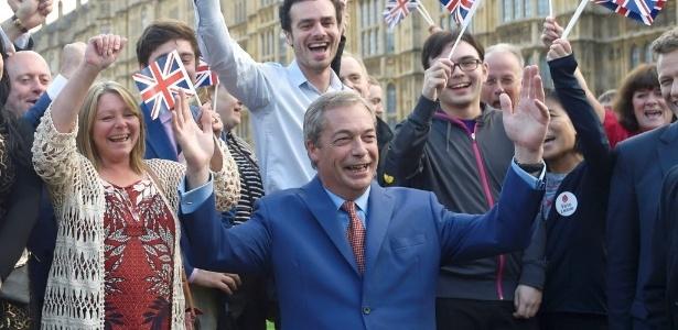 Nigel Farage, líder do UKIP (Partido da Independência do Reino Unido), faz uma declaração depois da decisão do Reino Unido de abandonar a União Europeia