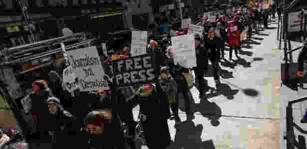 """Protesto em Nova York em apoio ao jornal """"The New York Times"""" - Kena Betancur/AFP - Kena Betancur/AFP"""