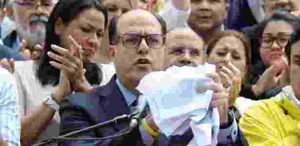 O presidente da Assembleia Nacional da Venezuela, Julio Borges, dá entrevista em Caracas - Boris Vergara/Xinhua