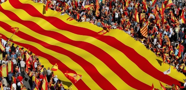 Catalães protestam nas ruas de Barcelona, na Espanha - Yves Herman/Reuters