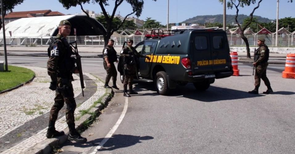 Militares do Exército reforçam patrulhamento em ruas do Rio de Janeiro