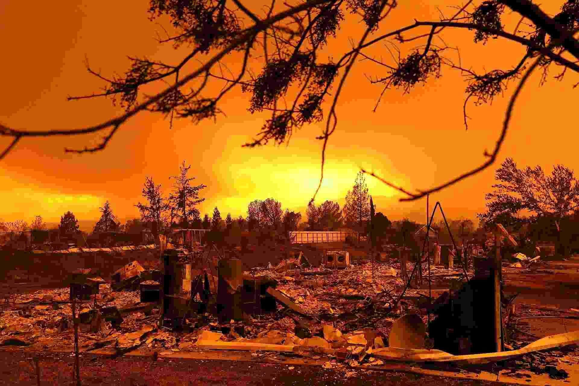 27.jul.2018 - Casas destruídas pelo incêndio Carr em Redding, na Califórnia (Estados Unidos). Um bombeiro e outro agente público morreram durante as operações de controle ao incêndio, que já destruiu dezenas de casas - Justin Sullivan/Getty Images