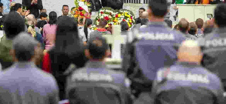 PMs de SP homenageiam soldado morta durante enterro - 07.ago.2018 - Marcelo Gonçalves/Estadão Conteúdo