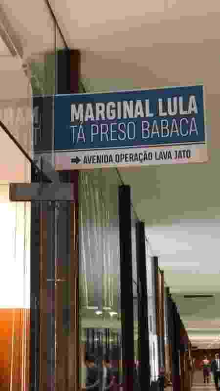 Julian Lemos (PSL) provoca com 'Marginal Lula', em referência à via em SP e à prisão do ex-presidente - Gabinete de Marcel Van Hattem/Divulgação
