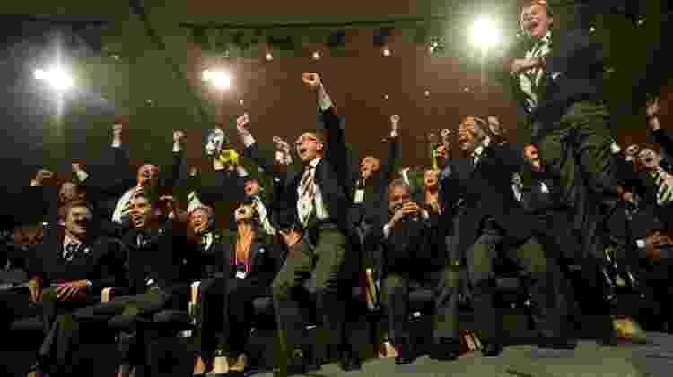 2.out.2009 - Carlos Arthur Nuzman (de braços erguidos na 1ª fileira), Lula, Cabral e Paes comemoram a escolha do Rio como sede dos Jogos Olímpicos de 2016, em Copenhague (Dinamarca) - OLIVIER MORIN/AFP