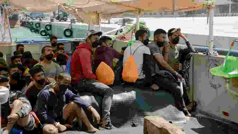 21.jun.2020 - Migrantes salvos no Mar Mediterrâneo pela ONG alemã Sea Watch durante quarentena em navio italiano - Laila Sieber/Sea Watch/Handout via REUTERS