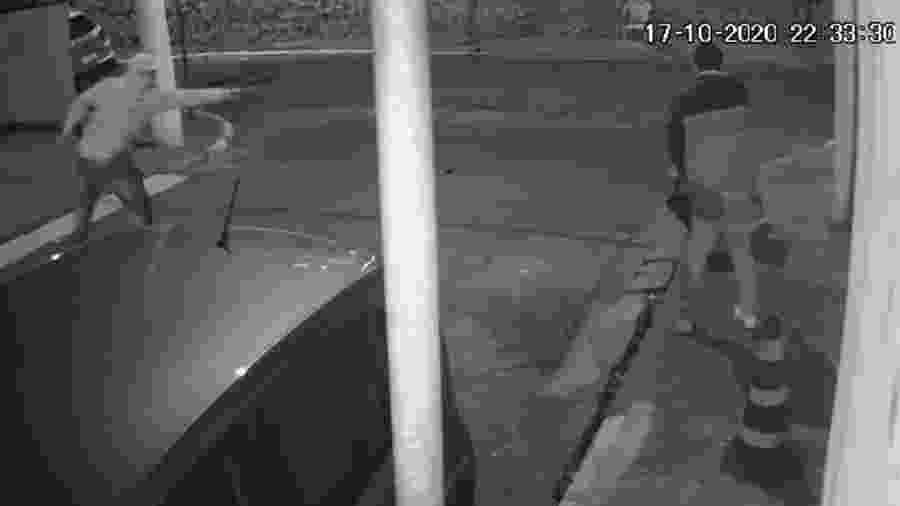 Imagens de câmera de segurança mostram momento da tentativa de assalto - Reprodução/TV Globo