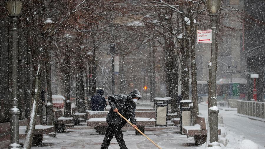 O clima frio atípico abalou o país em fevereiro, com tempestades de neve varrendo o Texas e outras partes da região Sul - Brendan McDermid/Reuters