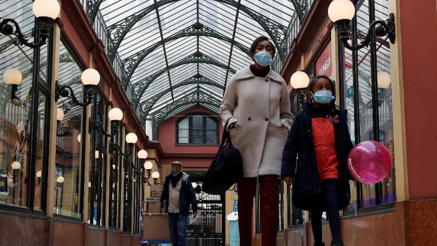 Galerias de Paris vazias em meio à pandemia do coronavírus; casos na Europa voltarm a subir, aponta OMS - Gonzalo Fuentes/Reuters