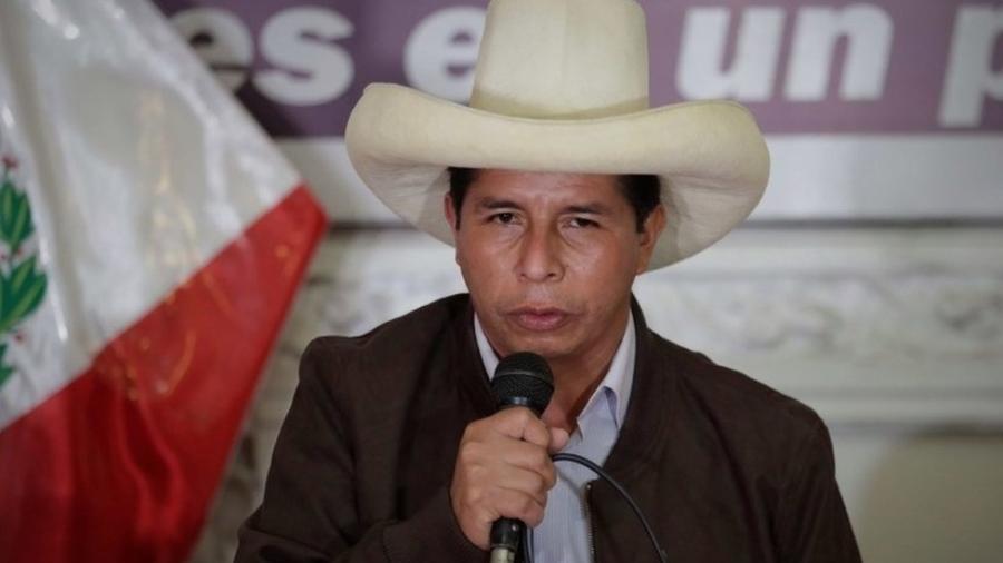 O esquerdista Pedro Castillo obteve 50,125% dos votos, enquanto sua rival, Keiko Fujimori, da direita, obteve 49,875%, segundo a autoridade eleitoral peruana - EPA