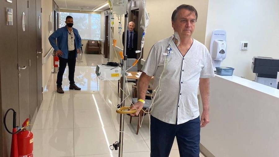 O presidente Jair Bolsonaro caminha em corredor do hospital Vila Nova Star na manhã desta sexta-feira (16) - Jair Bolsonaro/Instagram