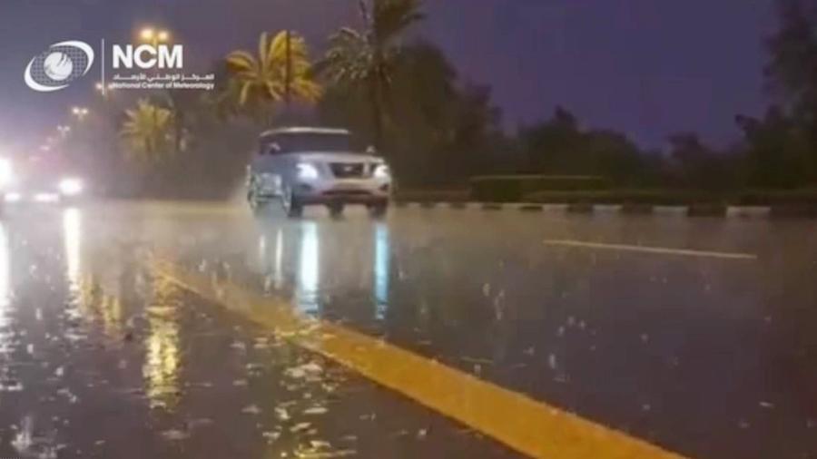 Altas temperaturas levaram autoridades a usar método que cria chuva com drones em Dubai - Reprodução/ CRYSTAL MEDIA/Youtube
