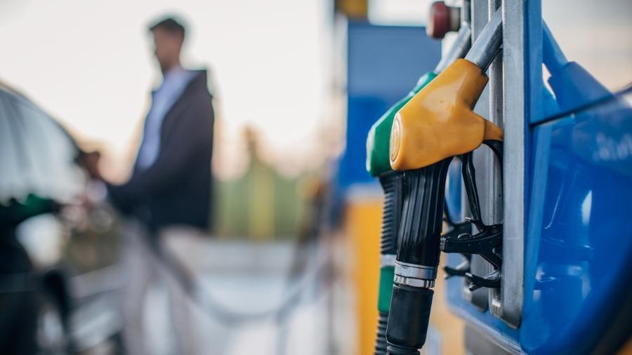 """A escassez de combustível no Reino Unido se agravou no fim de semana por causa das """"compras motivadas pelo pânico"""", diz imprensa local - iStock"""