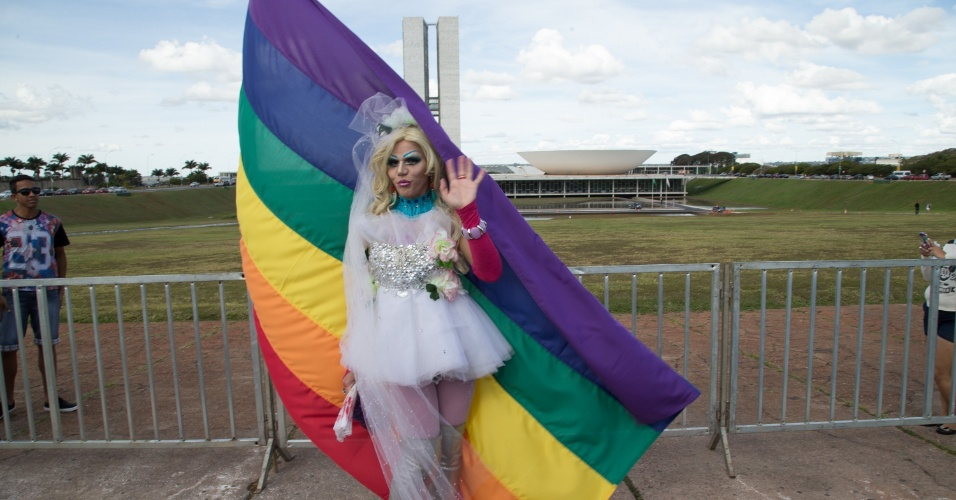 Resultado de imagem para parada gay brasília