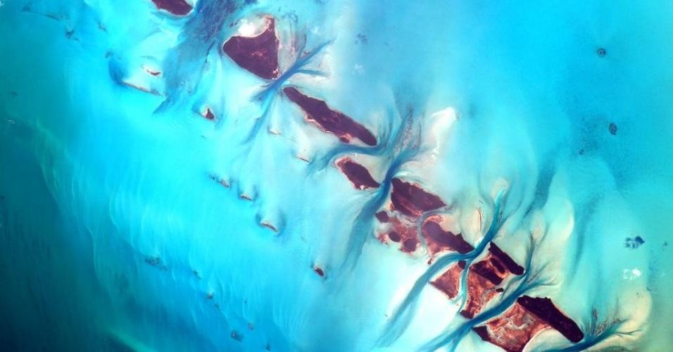 18.set.2015 - O astronauta da Nasa (Agência Espacial Norte America) Scott Kelly mostra ilhas de Bahamas que