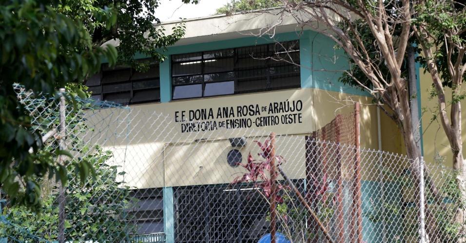 13.nov.2015 - A Escola Estadual Dona Ana Rosa de Araújo, na zona oeste de São Paulo, foi ocupada na manhã desta sexta-feira (13) por estudantes. Com esta nova manifestação, já são sete as escolas ocupadas na capital e na Grande São Paulo. Os estudantes protestam contra a reorganização da rede estadual proposta pela Secretaria da Educação