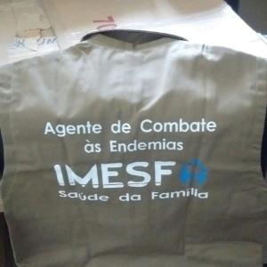 Colete usado por agente de combate às endemias da Prefeitura de Porto Alegre