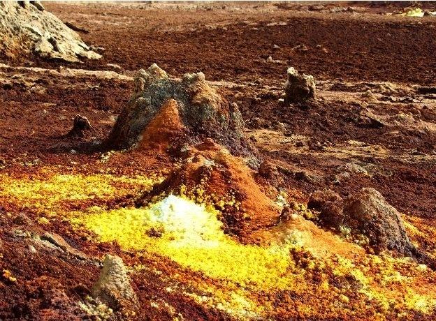 """2.mai.2016 - O astrobiólogo Felipe Gómez foi a Danakil, na Etiópia, um dos locais mais inóspitos do mundo. Gómez queria """"estudar a vida desde o ponto de vista dos limites: em qual momento aparece e quanto suporta"""""""