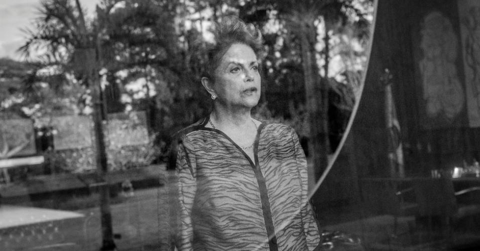 """7.jun.2016 - A presidente afastada, Dilma Rousseff, no Palácio da Alvorada, em Brasília, durante entrevista para o jornal """"The New York Times"""" que foi publicada no site da publicação nesta terça, dia 7. A entrevista foi feita em 1º de junho"""