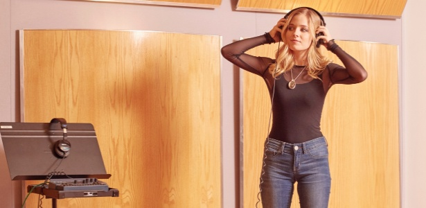 Jackie Evancho, que cantará o hino na posse de Trump, em um estúdio em Pittsburgh