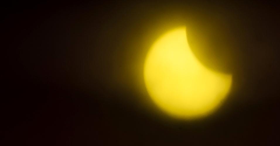26.fev.2017 - Eclipse solar visto de Franca, no interior de São Paulo, na manhã desde domingo (26). O mau tempo prejudicou a visualização do fenômeno na região