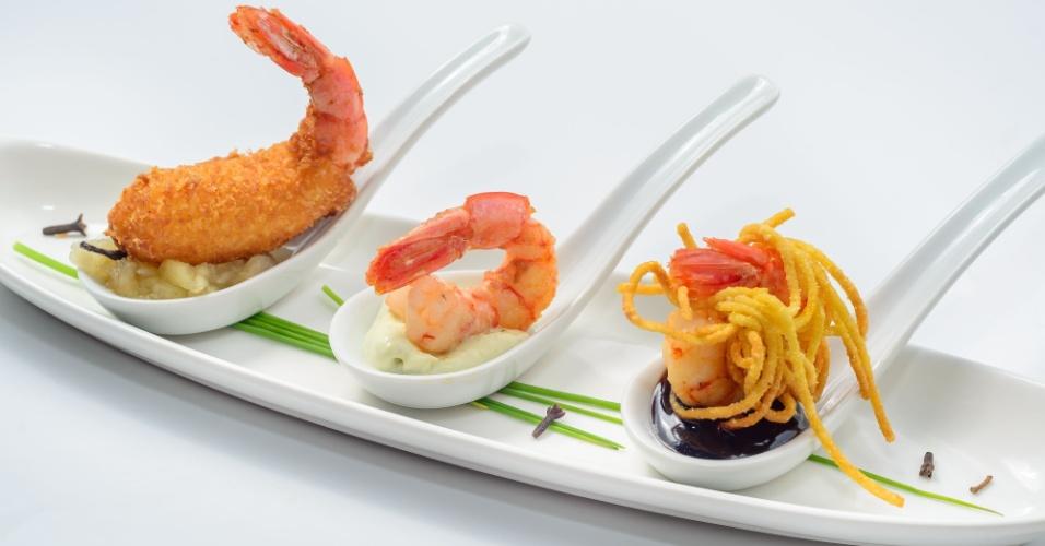 Camarão em três versões é uma das entrada da chef Cris Mota para o cardápio especial do Chefs no Motel no Apple Motel, em São Paulo, e traz camarões com três texturas e três molhos diferentes