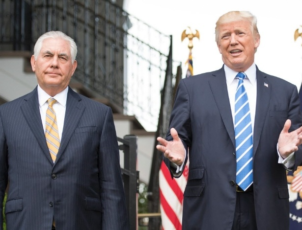 O presidente dos EUA, Donald Trump (dir.), com o secretário de Estado Rex Tillerson