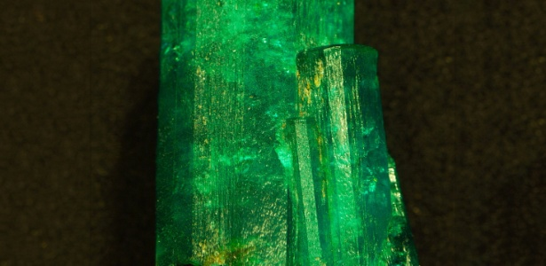 Esmeralda Patricia, uma das maiores esmeraldas não lapidadas do mundo, pesando 632 quilates. A jóia será destaque dos salões de gemas e minerais do Museu Americano de História Natural