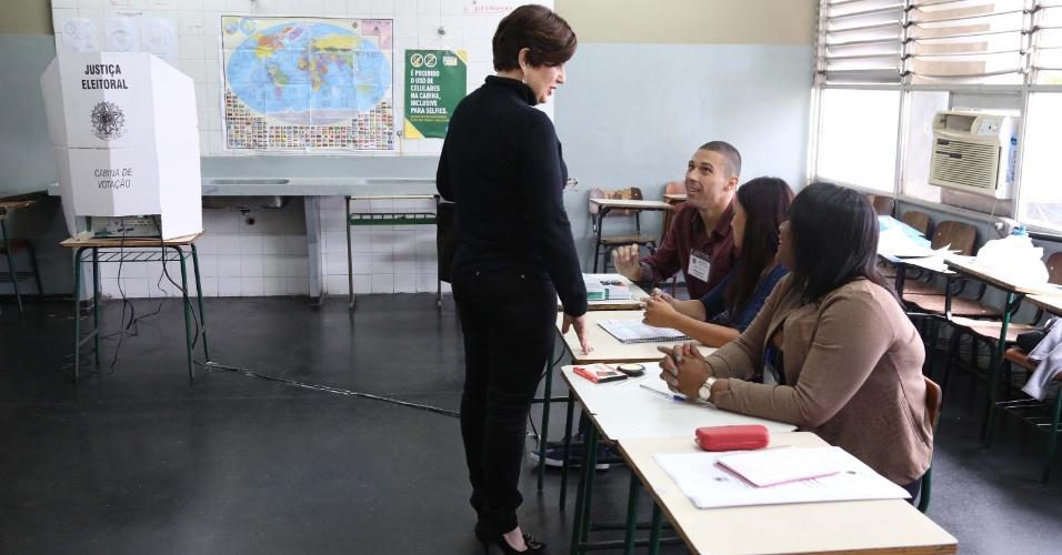 Rosinha Garotinho votando no Ciep da Lapa em Campos dos Goytacazes (RJ), neste domingo (07)