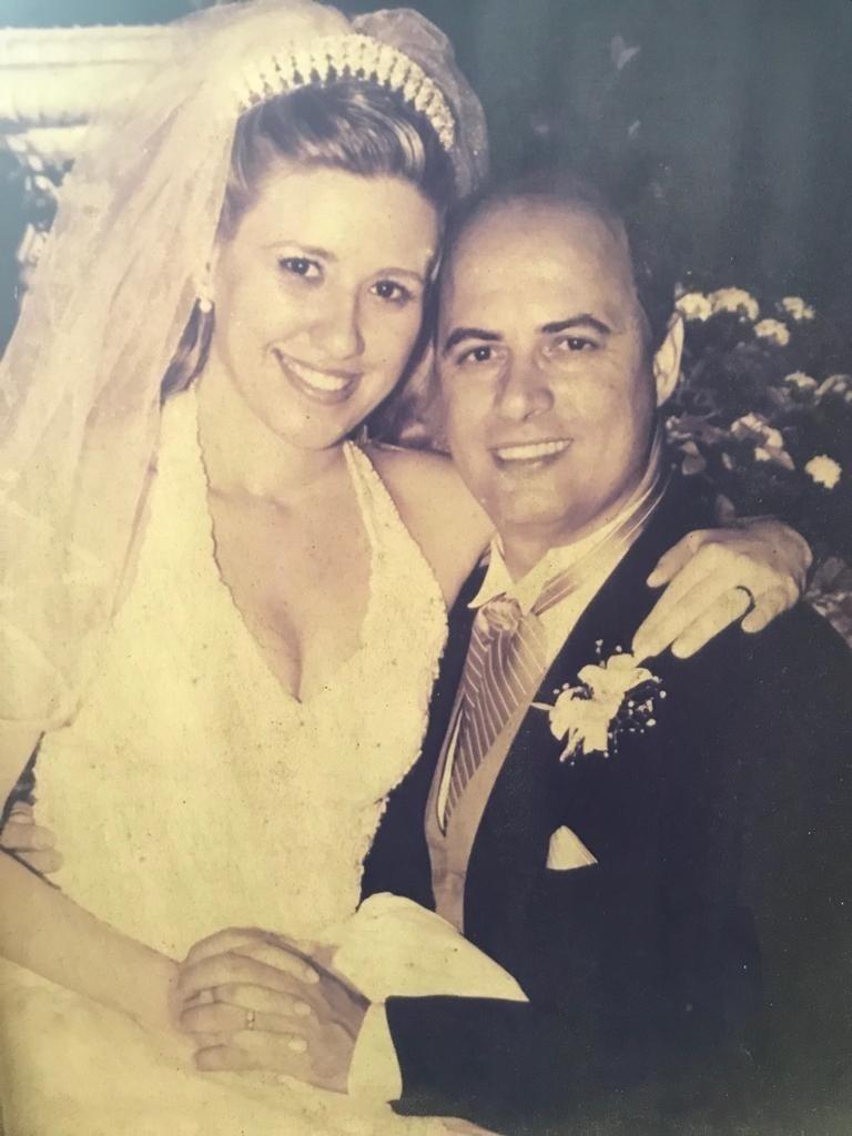 Witzel em cerimônia de casamento com Helena