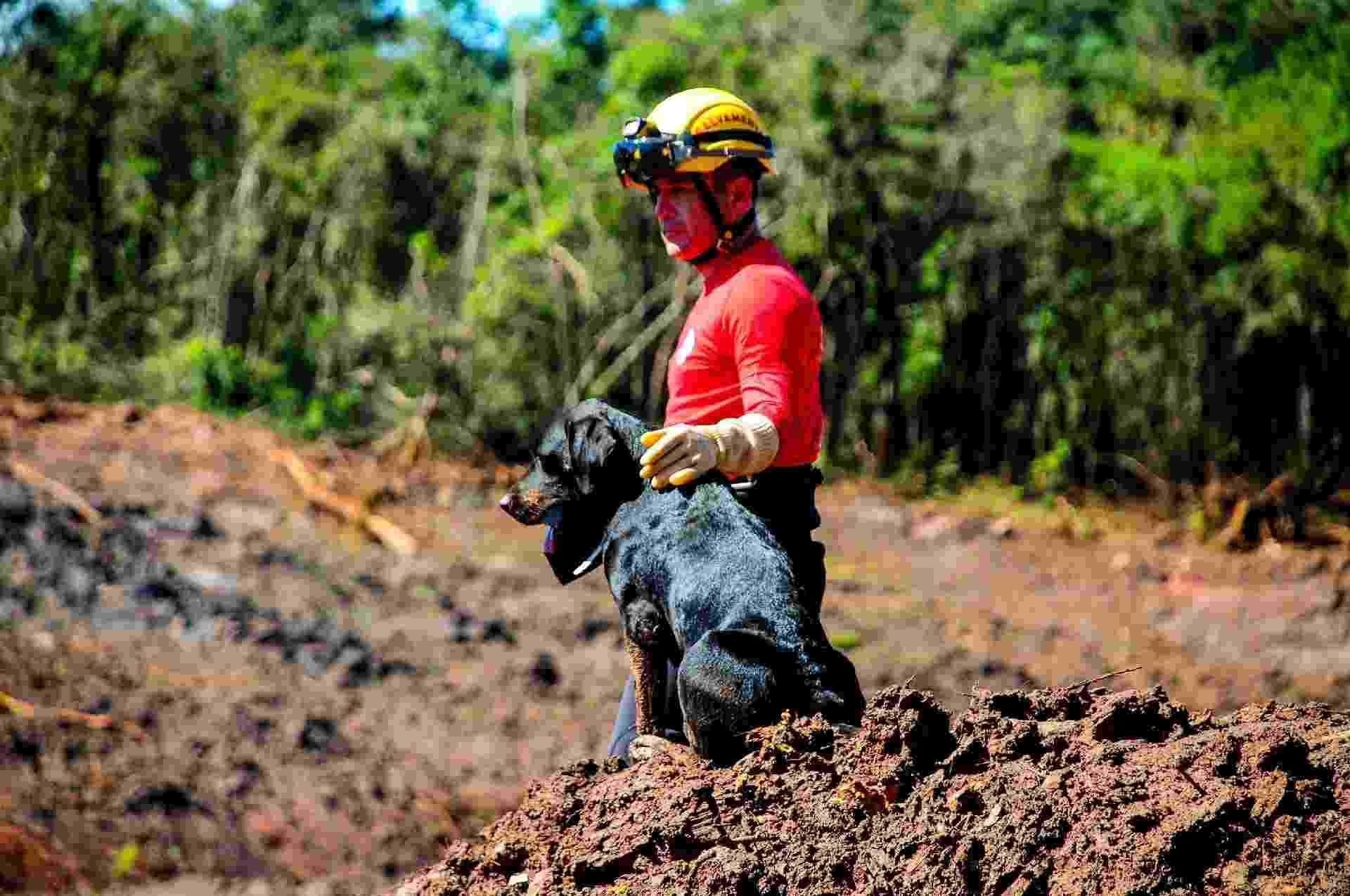 7.mar.2019 - Bombeiros continuam as buscas por corpos mais de 40 dias após o rompimento da barragem da Vale, no Córrego do Feijão, em Brumadinho (MG) - Diogo Antunes/Futura Press/Estadão Conteúdo