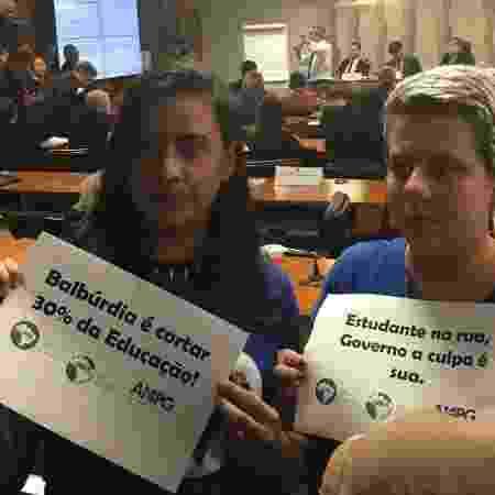 Lideranças da UNE (União Nacional dos Estudantes) acompanham audiência com o ministro Abraham Weintraub no Senado - Hanrrikson de Andrade/UOL